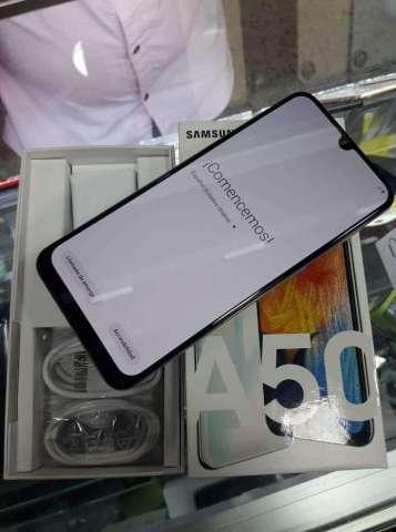 Samsung A50 Totalmente nuevo 4gbram 64gb interna triplecamara huella en pantalla factura y garantia