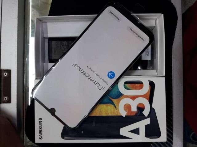 Samsung A30 Totalalmente nuevo 4gbram 64gb dualcamara factura y garantia